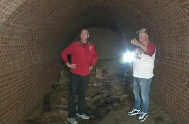 Семья из США обнаружила под домом туннель XIX века
