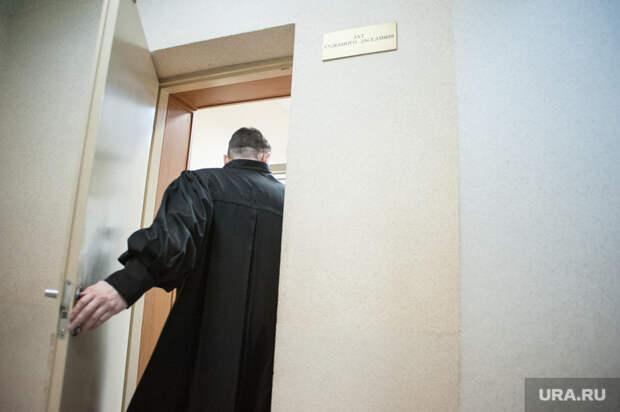 В России стали сажать судей. Это уже не намёк. Это сигнал