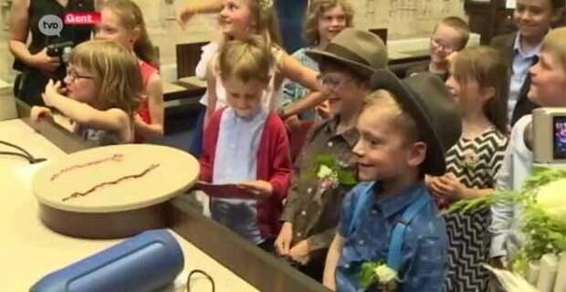 Новая реальность западной школы: «свадьба» двух мальчиков, как часть обучения