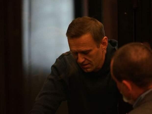 «Ну, приеду, увижу больного отощавшего человека и что?»: глава СПЧ не планирует навещать Навального в колонии