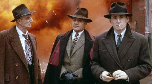 Во период «сухого закона» в одном из американских городов поссорились два криминальных главаря. Итальянец Джонни Каспар (Джон Полито) настаивает на своем праве убить обманщика-букмекера Берни (Джон Туртурро). В свою очередь, ирландец Лео Обэннон (Альберт Финни) не может разрешить это убийство, поскольку он спит с Верной (Марсия Гей Харден). «Разрулить» ситуацию берется Том Рейган (Гэбриэл Бирн), советник Лео.