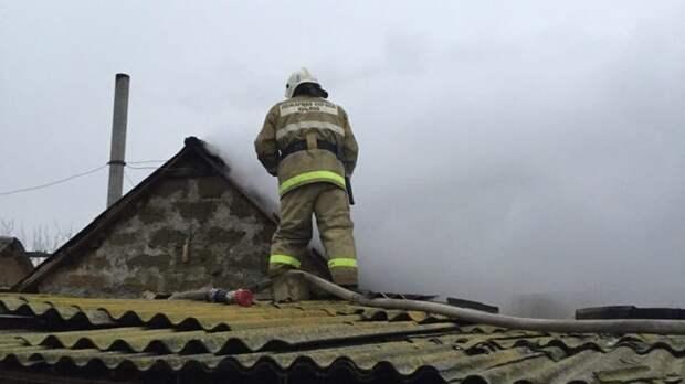 В Симферопольском районе сотрудники МЧС потушили горящую баню