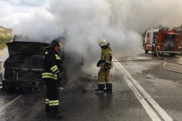 Президентскую трассу в Севастополе закрывали из-за загоревшегося авто
