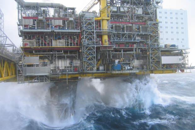 Добыча нефти шторм ураган