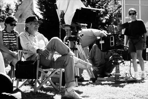 Роджер Корман на съемках фильма «Франкенштейн освобожденный», 1990