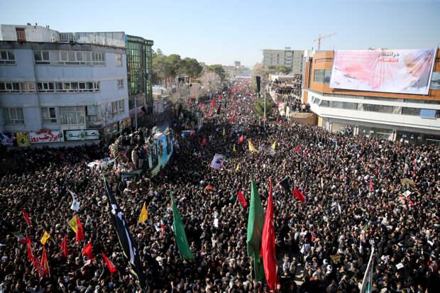 Похороны Сулеймани перенесли из-за давки