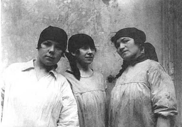 Работницы. Фото: 1925 г. Источник: ЦГАКФФД