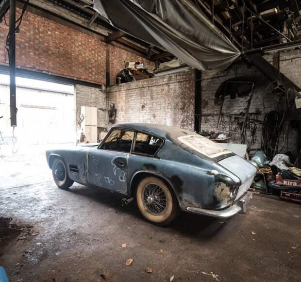 Считается, что ателье Michelotti построило не более трех таких автомобилей. Найденное купе остро нуждается в реставрации и, согласно экспертной оценке, его цена составляет 10-15 тысяч евро. jaguar, авто, автомобили, находка. ретро авто, олдтаймер