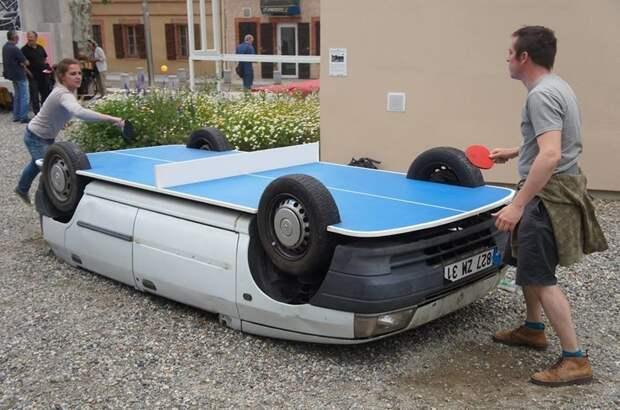1. Автомобиль используется в качестве стола для тенниса авто, дизайн, не по назначению, новая жизнь старых идей, что можно сделать из авто, юмор