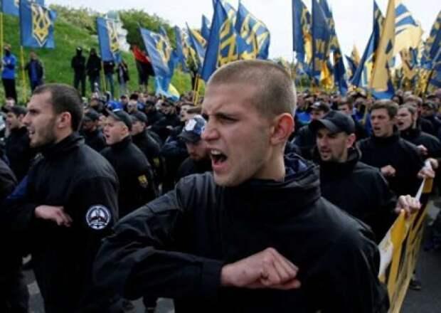 ЦРУ выпустило на сцену Украины неонацистский сброд. Теперь внедряет его в Россию