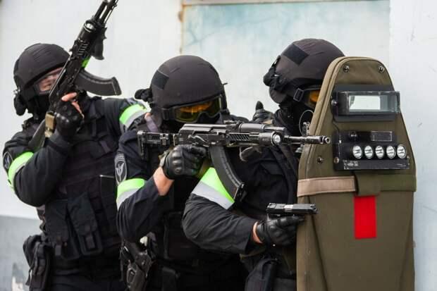 Молния: спецназ ворвался в здание «Альфа банка», где неизвестный захватил заложников (+ВИДЕО)