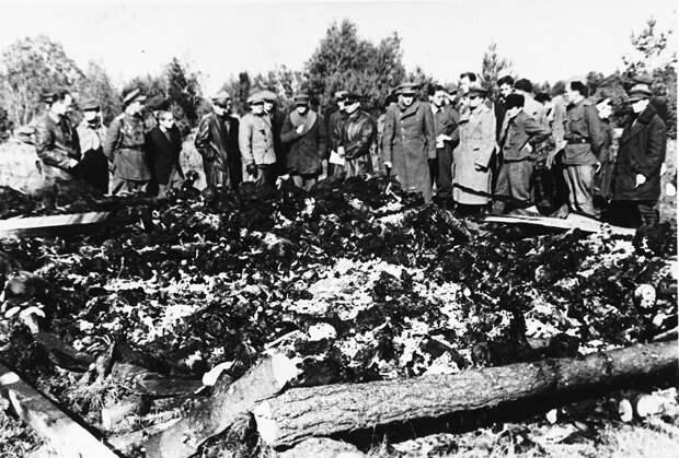 Фото 2. Фотография советской комиссиии военной прокуратуры.