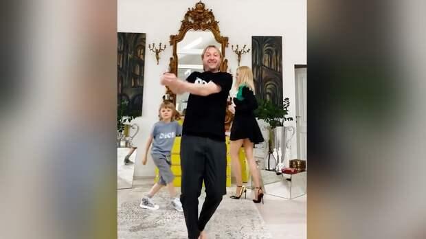 Плющенко показал танец сженой исыном под Destination Calabria: видео