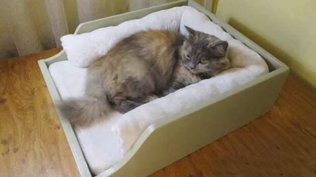 Мастерица придумала креативный способ использовать простой ящик от старого шкафа