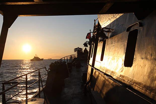 В сети появилось видео сближения эсминца США и российского корабля