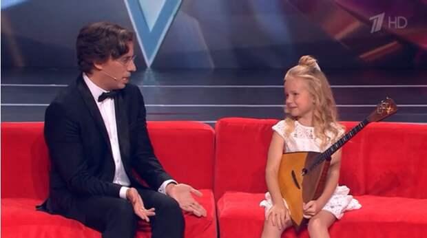 8-летняя Снежана из Феодосии покорила Максима Галкина игрой на балалайке