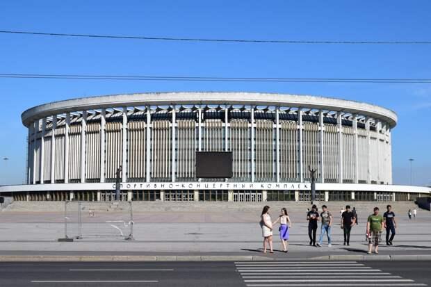 В Санкт-Петербурге провалилась крыша спортивно-концертного комплекса, спасатели не исключают гибель рабочих