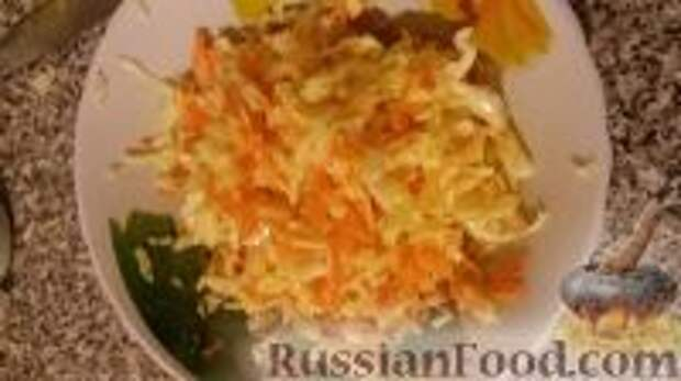 """Фото приготовления рецепта: Салат """"Витаминный"""" - шаг №10"""
