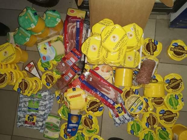 В Петербурге снова жгли сыр и деликатесы