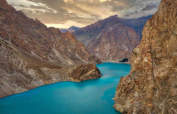 Природное чудо, которое появилось в результате стихийного бедствия: Озеро Аттабад