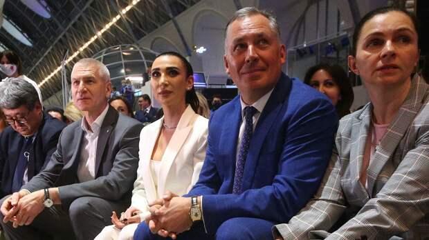 Поздняков заявил, что экипировка для болельщиков сборной России будет входным билетом в фан-зоны во время ОИ-2020
