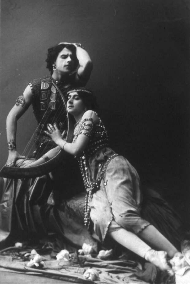 Но очень скоро высочайшим повелением Каралли запретили выступать в театрах и сниматься в кино. На основании одних смутных подозрений такие повеления не отдаются.