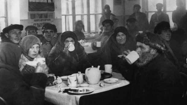 Чайная в Харькове. Фото: 1924 г. Источник: Getty Images