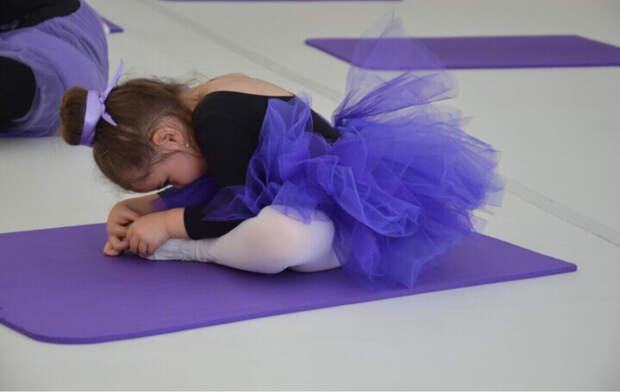 Фотография с балетной студии) малышке на тот момент было два года)  она до сих пор вспоминает, как ей там нравилось)