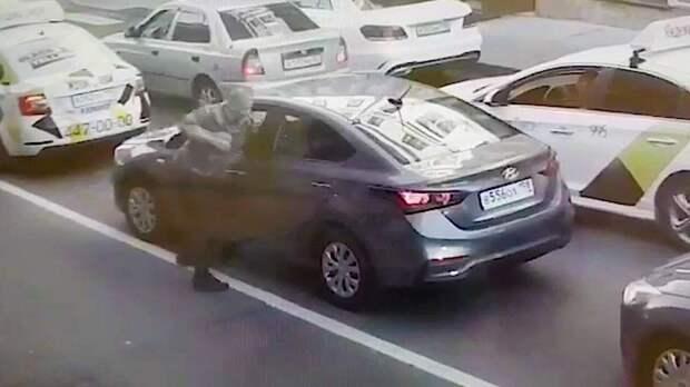 Пешеход напал на водителя в Петербурге. ФАН-ТВ