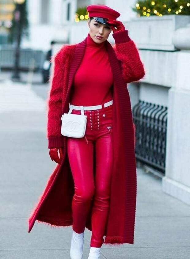 Как носить трендовый красный цвет осенью 2020 года