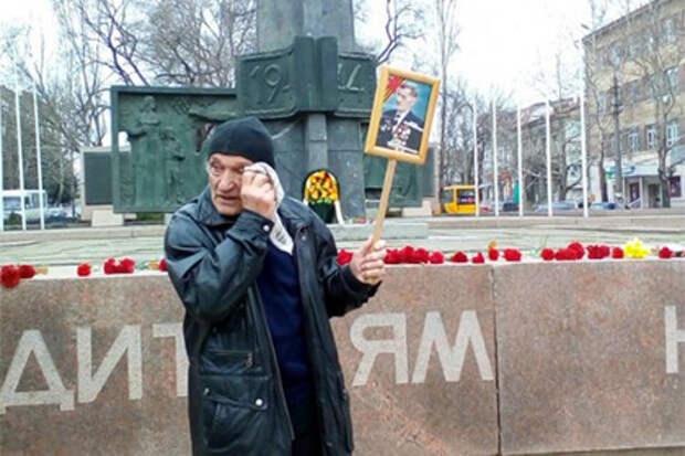 Правосеки снова избили пенсионеров-коммунистов