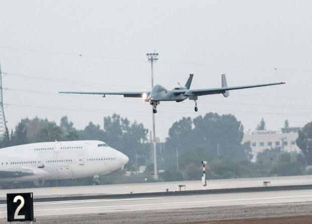 Израильский беспилотник первым в мире совершил посадку в международном аэропорту