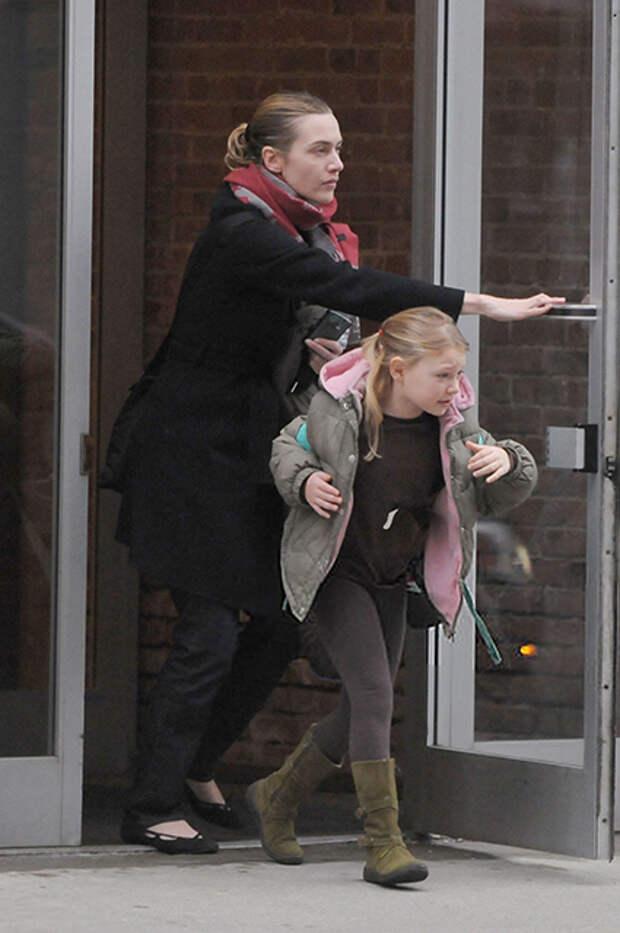 Кейт Уинслет с маленькой дочерью Миа