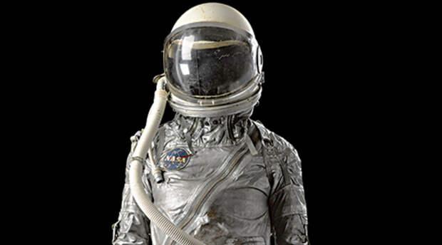 Человека вывели в космос и начали смотреть за тем, что происходит с его телом