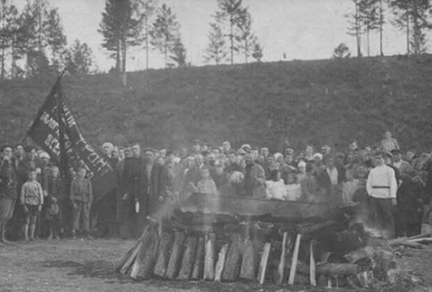 Как советская власть пыталась изменить похоронный обряд в СССР