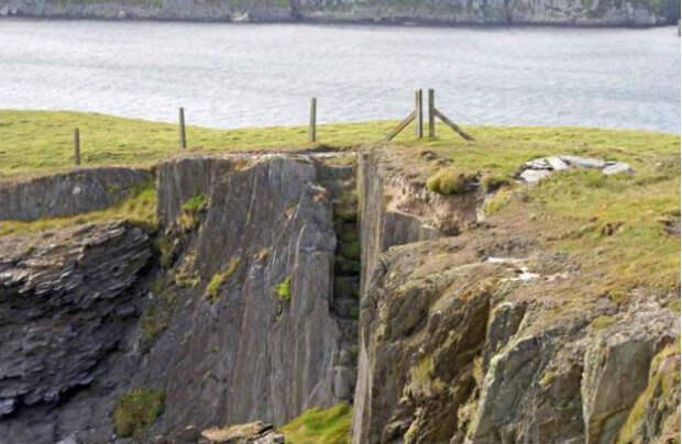 По словам подводного археолога Конни Келлехер, это место использовалось достаточно длительное время пиратами и контрабандистами (фото C. Kelleher).