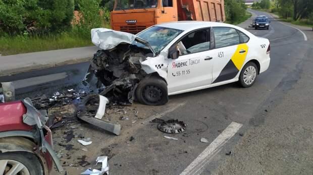 Водитель Яндекс.Такси погиб в ДТП на улице Сельской в Ижевске