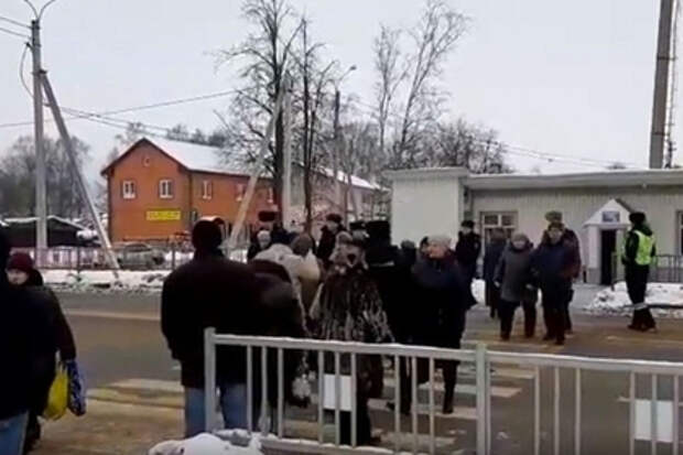 Россияне лишились больницы и перекрыли трассу