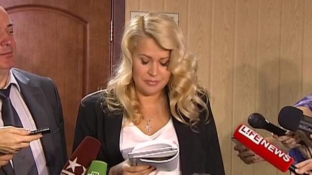 Осужденная за мошенничество экс-чиновница Васильева превратилась в Еву и зовет на выставку