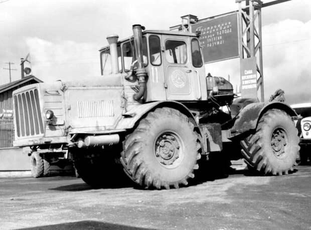 Вернёмся в прошлое, самый могучий трактор СССР Кировец К 700