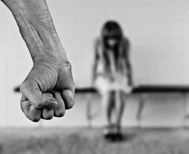 На жителя Аэропорта, избившего бывшую супругу, завели уголовное дело