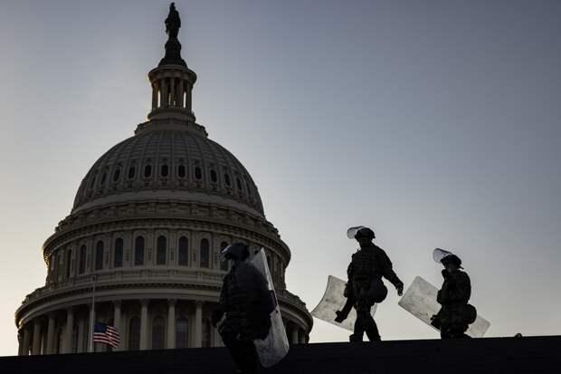 Решение Пентагона оставить войска в Капитолии подвергли критике