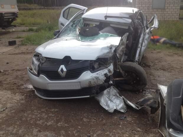 Пожилой водитель погиб при столкновении с прицепом в Удмуртии