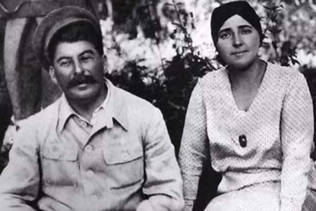 Какие странности произошли после смерти Надежды Аллилуевой