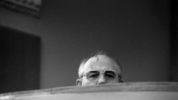 «Вы тогда не войну закончили, а кончили страну»: к Горбачеву после статьи в Time обратился Гаспарян.