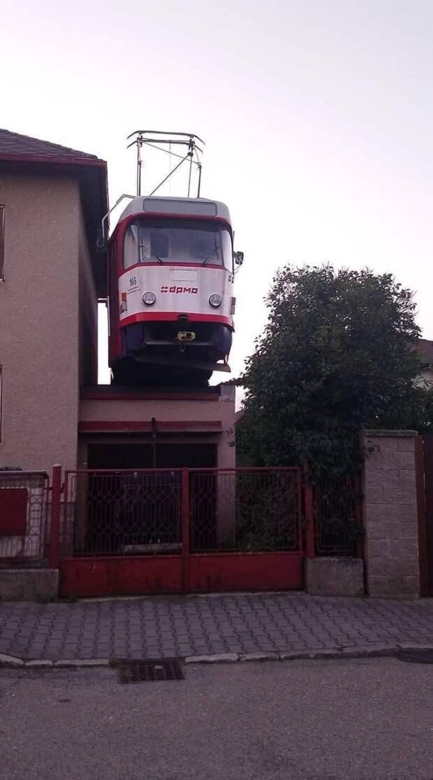 Трамвай на крыше