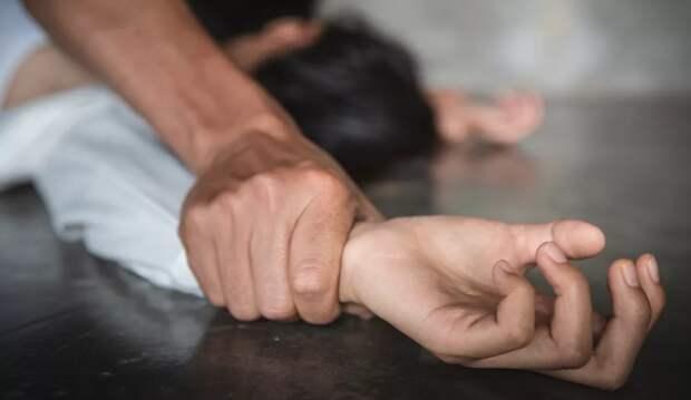 В Казахстане молодую учительницу изнасиловали в её первый рабочий день