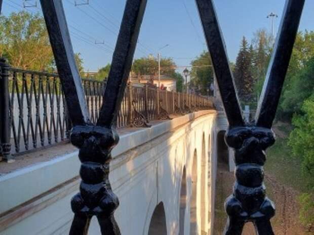 Каменный мост в Калуге разрушается без ухода (фото)