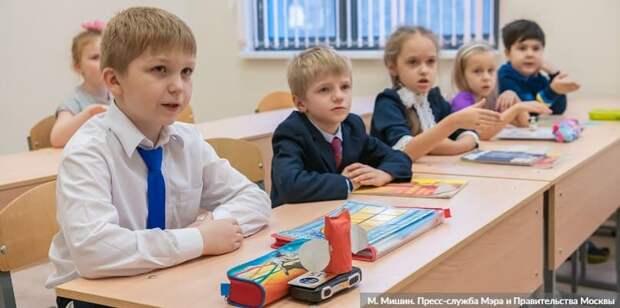 Собянин: К 1 сентября благоустроено около 400 школьных дворов и стадионов. Фото: М. Мишин mos.ru