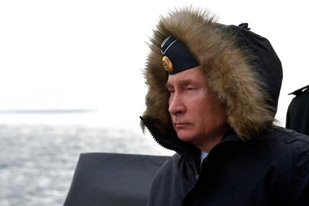 Направляемый рукой великого кормчего Путина российский государственный «Титаник» уверенно движется к айсбергу